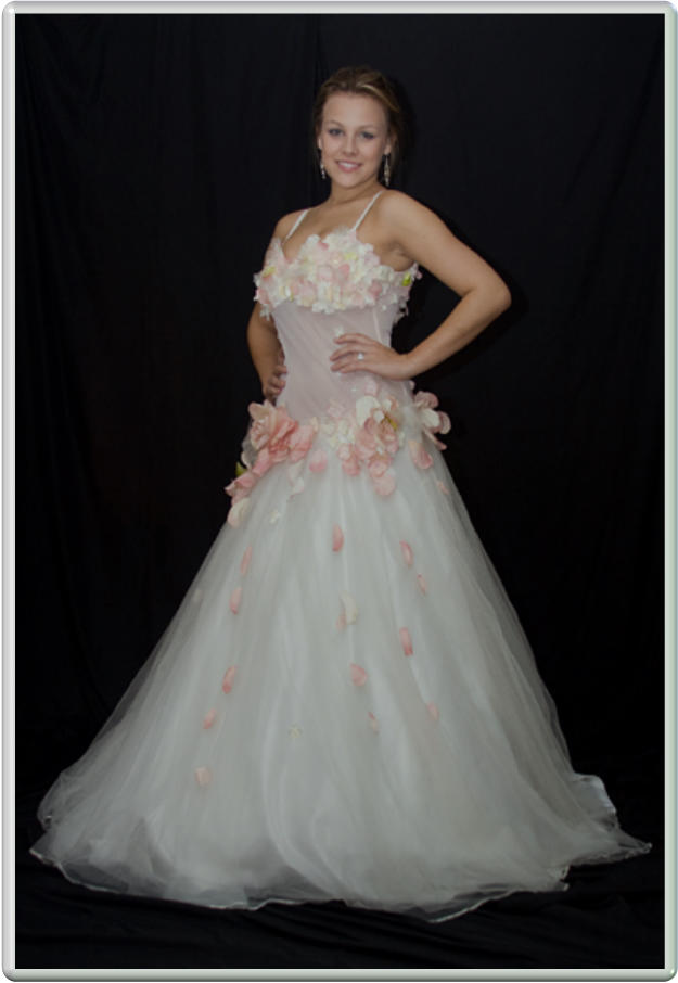 Unique brides wedding dresses gallery bridal gowns for Wedding dress display at home